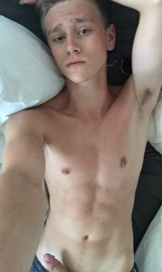 Hot Fit Body On This Horny Nude Twink - Horny Nude Boys